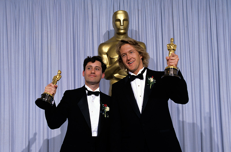 Joe Hutshing (left) accepts Academy Award for Jerry Maguire