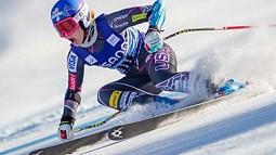 Laurenne Ross in ski race